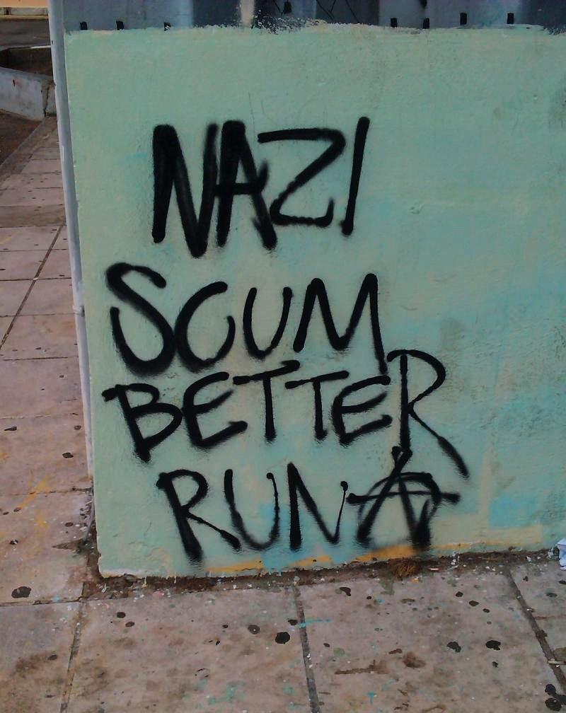 Escoria nazi, será mejor que corráis