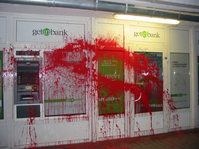 Lublin bancos saboteados con pintura