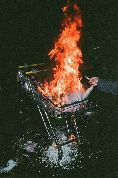 Carrito arde