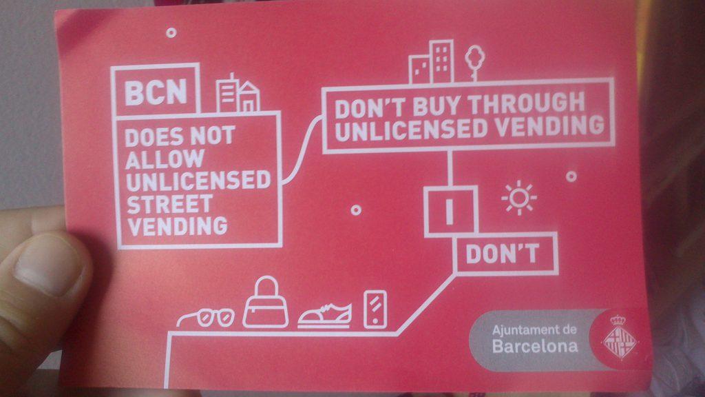 """""""Barcelona no permite la venta ambulante sin licencia - No compres a través de la venta sin licencia - Yo no lo hago"""""""